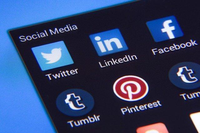 social media praca zdalna